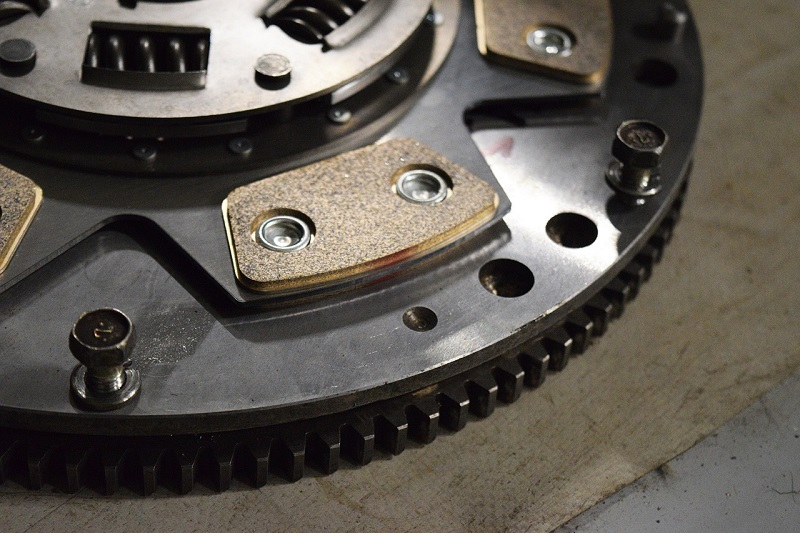 Das Schwungrad ist besonders wichtig für Fahrzeuge mit Drei- und Vierzylindermotore